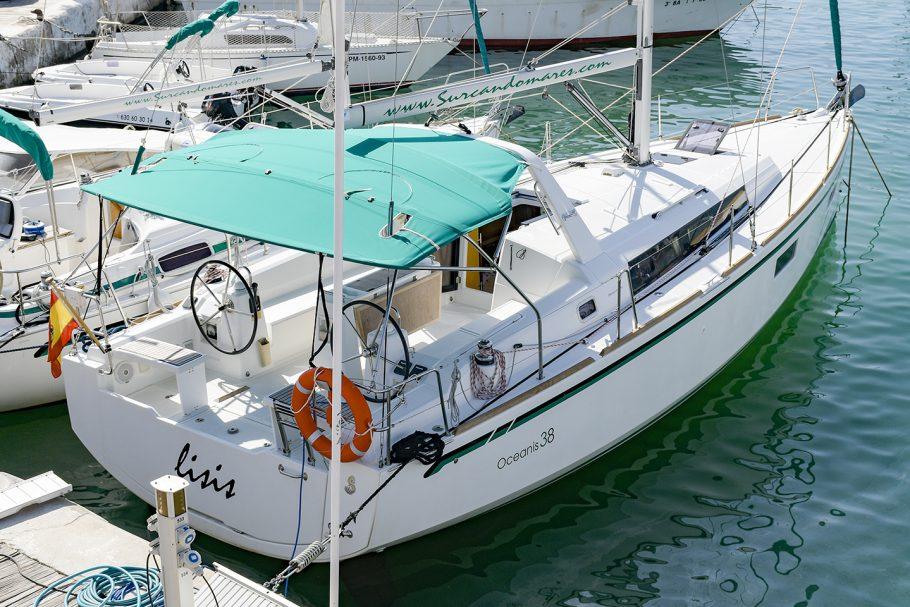 Oceanis 38 velero Surcando Mares Sitges