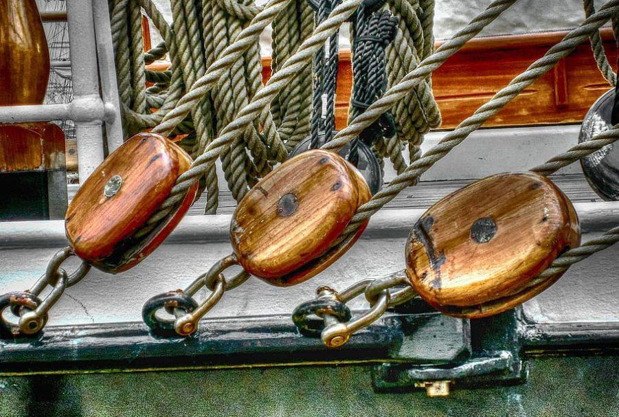 Prácticas patrón de yate surcando mares