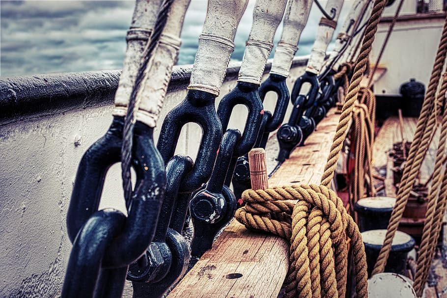 Patrón de Embarcaciones de Recreo surcando mares sitges